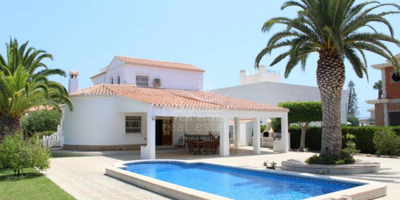 We offer you the sale of properties in Orihuela Costa, the best place to enjoy the sea and the sun